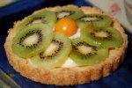 Kleine Tarte mit Obst und Beeren der Saison