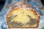 Mohnkuchen mit fruchtigem Geschmack aus der Backform