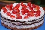 Erdbeer-Quark-Torte mit Schoko-Küssen
