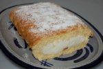 Zitronenrolle mit Joghurt und Sahne