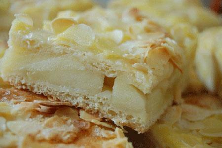 Hefe Apfelkuchen Mit Pudding Vom Blech Backrezept Hefeteig